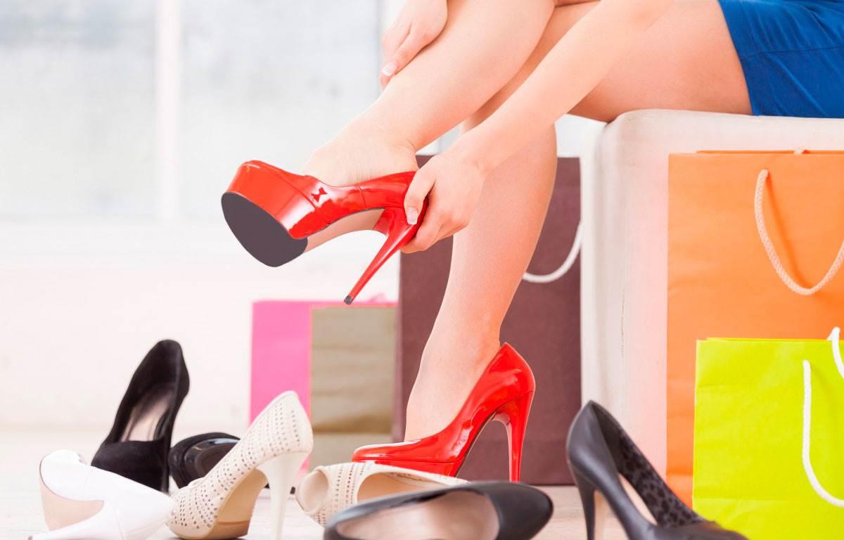 Видеть, надевать, носить грубую, тяжелую обувь во сне — знак того, что ваш жизненный путь не будет усеян лепестками роз.