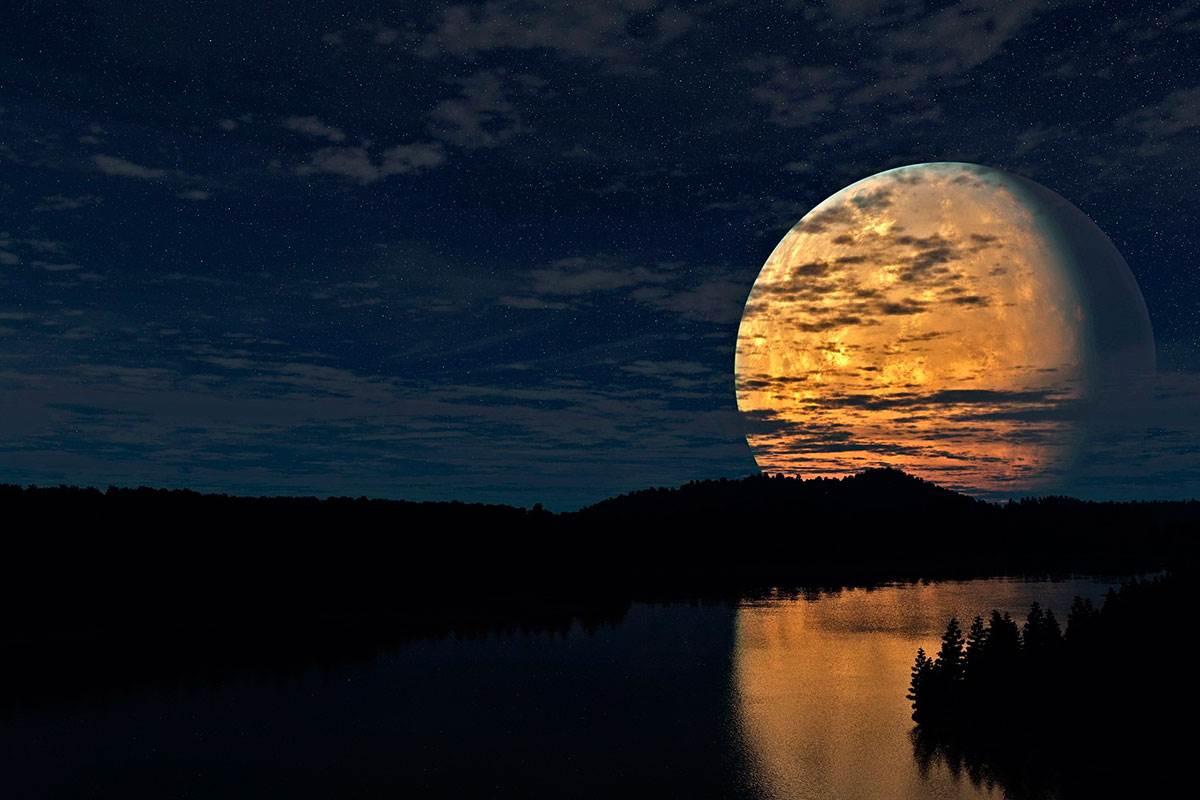 Луна в доме